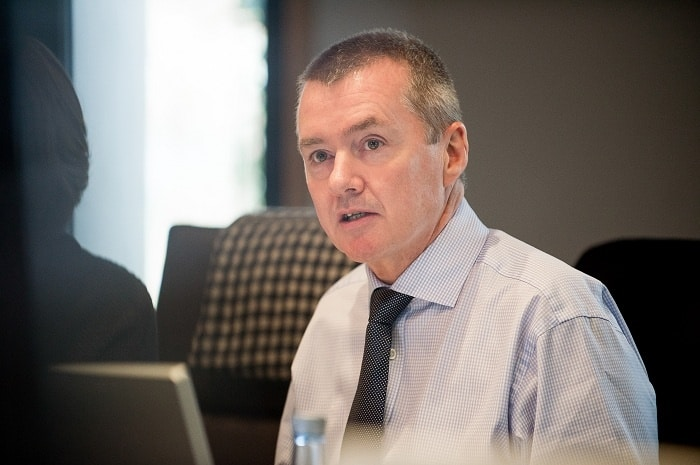 Walsh to step down as IAG chief executive